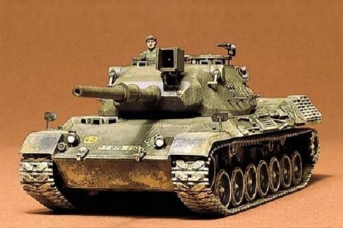 1:35 German Leopard Tank Plastic Model Kit