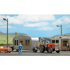 Busch HO Scale Transport Trailer with Telescoping Building Model Kit