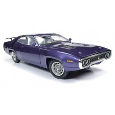 Auto World 1/18 1971 Plymouth Road Runner Hardtop MCACN Purple