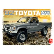 AMT 1/20 1992 Toyota 4x4 Pick Up Plastic Model Kit