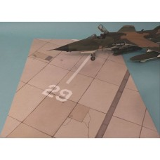 Miliscale 1:32 US Airbase Vietnam Tarmac Model Display Accessory